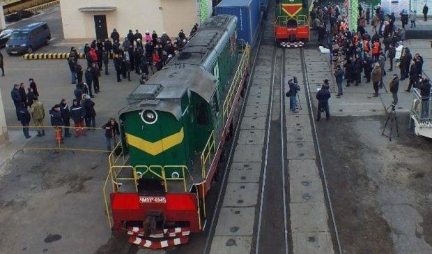 """Потяг """"Шовкового шляху"""" простоює в Китаї другий місяць"""