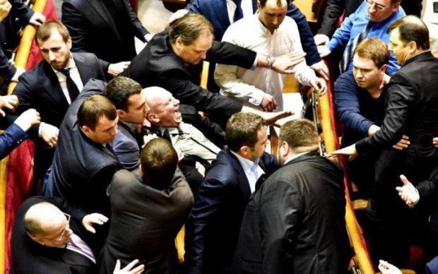 Здача Криму: депутати влаштували курник в прямому ефірі