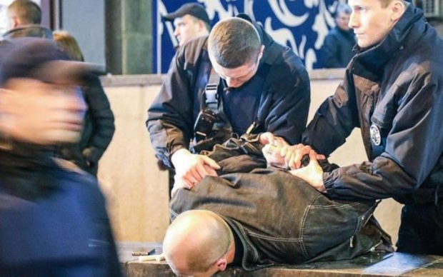 Зухвалий напад: у чоловіка всадили кулю посеред Києва