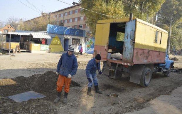 Это Украина, детка: пьяный коммунальщик раскроил прохожему голову лопатой