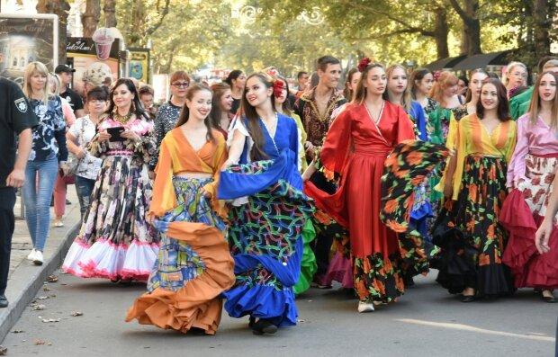"""Табір іде в небо: у Дніпрі пройде грандіозний циганський фестиваль, коли """"золотити ручку"""""""