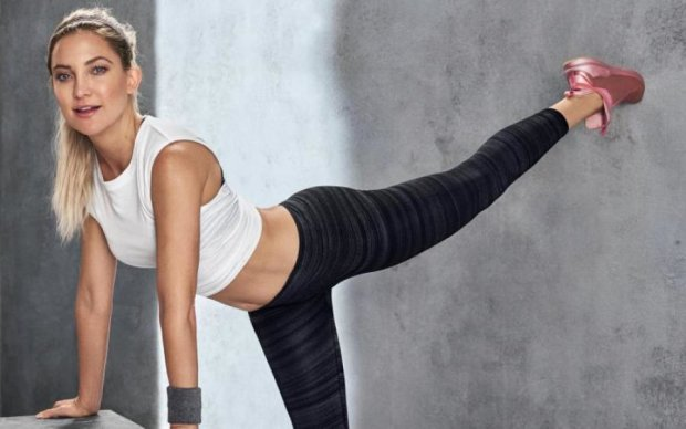 Фитнес-лайфхак: голливудская блондинка совместила приятное с полезным