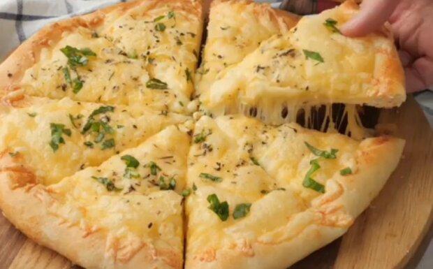 """Рецепт насиченої піци """"Чотири сиру"""": пікантний і пряний смак для любителів Італії"""