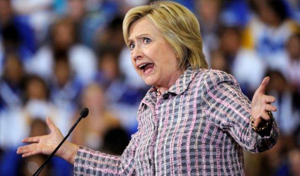 Теория заговора: Соцсети рассматривают нос Клинтон и обсуждают ее смерть