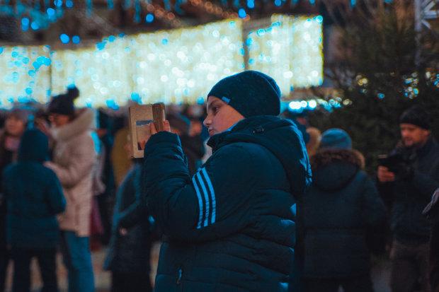 Жителі Запоріжжя здивувалися незвичайній птиці на центральній площі: відео