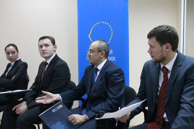 Податки в Україні: постав питання депутату, міністру та експерту