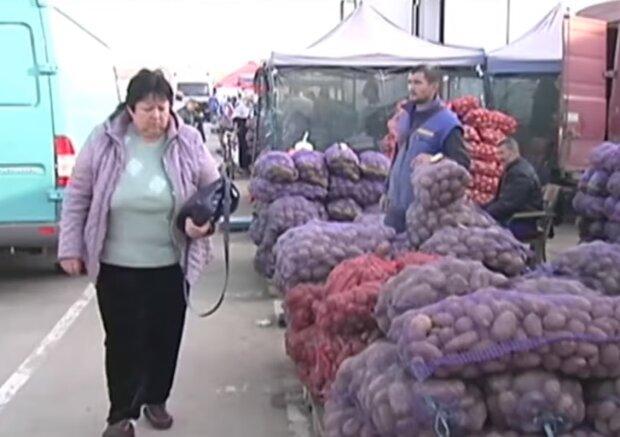 Картофель на рынке, скриншот видео