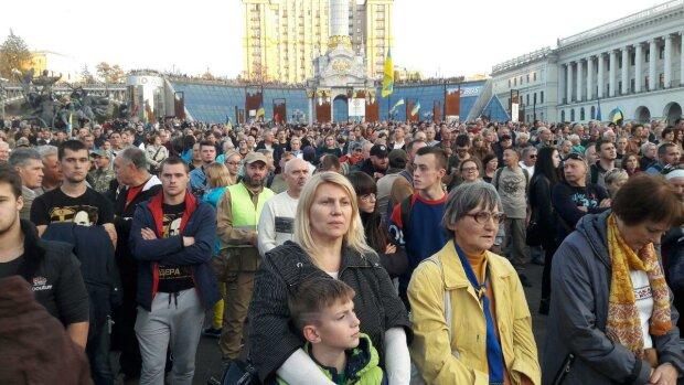"""Тысячи украинцев обратились на Майдане к Зеленскому: """"Мы за единую украинскую формулу!"""""""