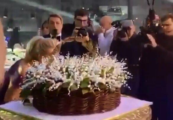 Вечеринка Аллы Крутой, скрин из видео