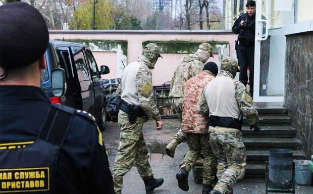 """Українські офіцери з """"кримських"""" полонених перетворилися на """"московських"""": подробиці провокації"""
