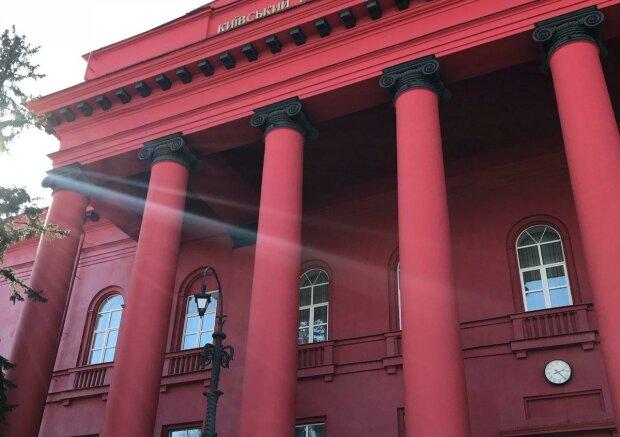 У Києві терміново обшукують червоний корпус університету Шевченка, нічого не зрозуміло - копи мовчать