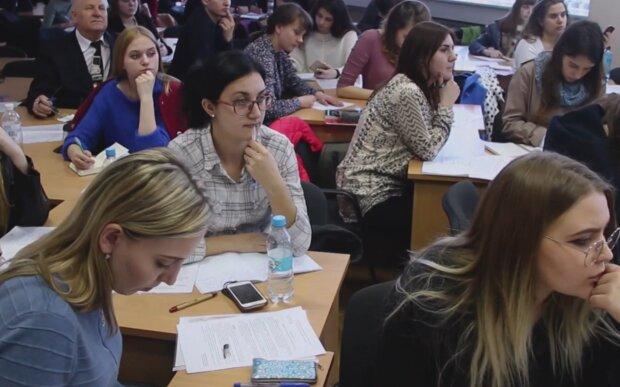 Студенты, фото: кадр из видео