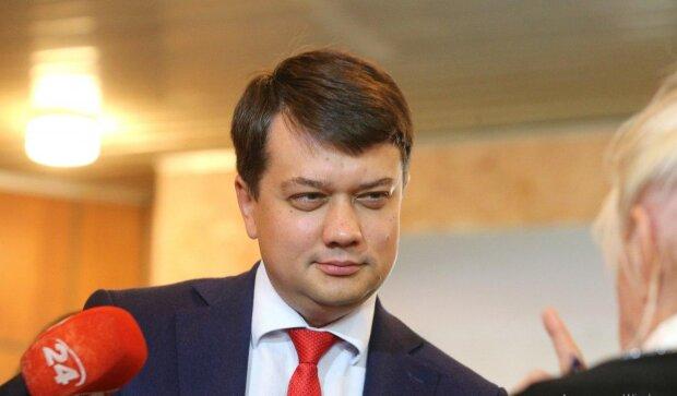 Разумков сделал неожиданное заявление о депутатской неприкосновенности: слуги народа затаили дыхание