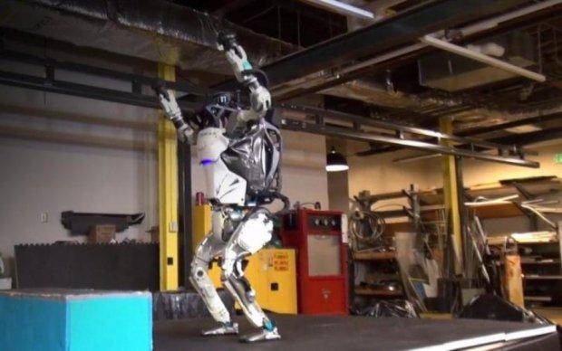Робот Boston Dynamics уже превзошел обычного человека
