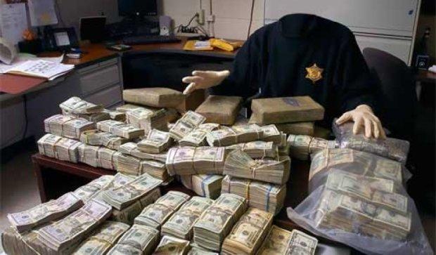 Налоговики «накрыли» обнальщиков с оборотом в 200 млн грн