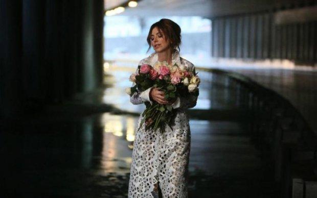Опальная запроданка Ани Лорак вернулась в Украину: фото