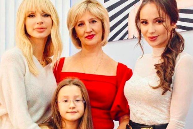 Светлана Лобода с мамой, сестрой и дочкой