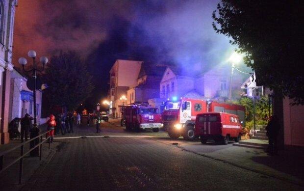 Военный госпиталь охватило пламя: десятки жертв, объявлена срочная эвакуация