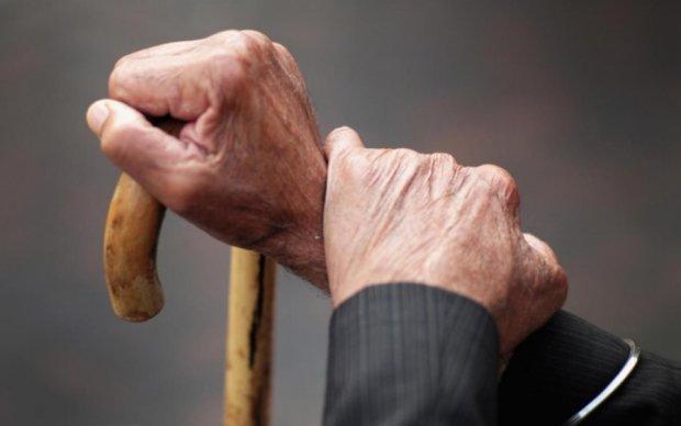 """Чиновники зарабатывают миллионы на """"мертвых душах"""" пенсионеров"""