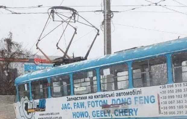 В Харькове трамвай сошел с рельс, фото: Хaрьков Live