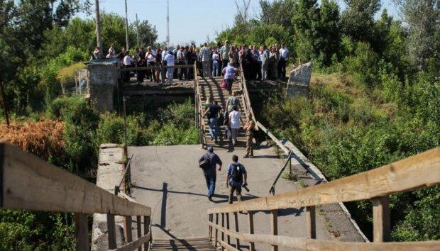 Зеленський стежитиме за кожним кроком у Станиці Луганській: бойовикам дорога закрита, відео