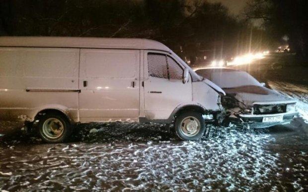 Авто зім'яло в гармошку: маршрутка з пасажирами потрапила в жахливу ДТП
