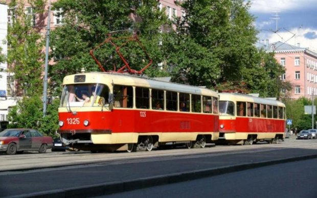 Київський трамвай зіткнувся з позашляховиком