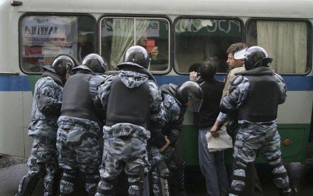 Украинцы поддерживают российских и белорусских оппозиционеров, но не желают им своей судьбы