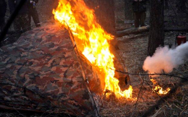 За сколько времени сгорает палатка, фото: Vitaliy Zorin