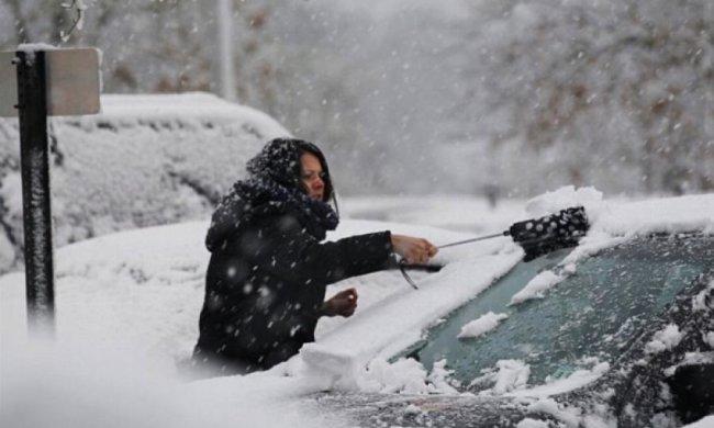 Снігопад паралізував рух транспорту у Ньою-Йорку