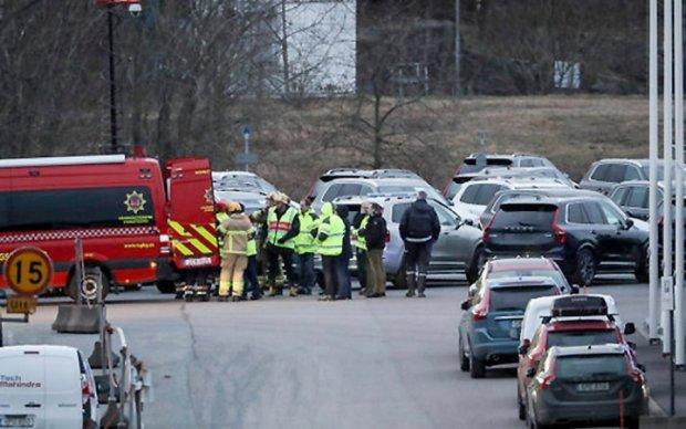 Полторы сотни человек эвакуировали с горящего завода Volvo