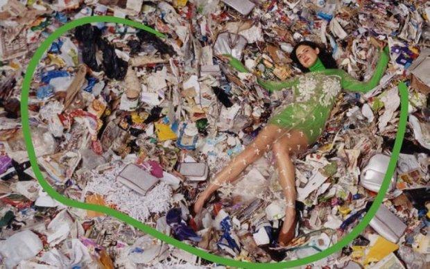 Дочь Пола Маккартни смешала моделей с мусором. В прямом смысле