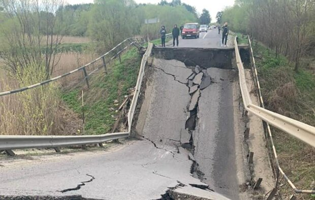 Разрушенный мост / фото: Varta1