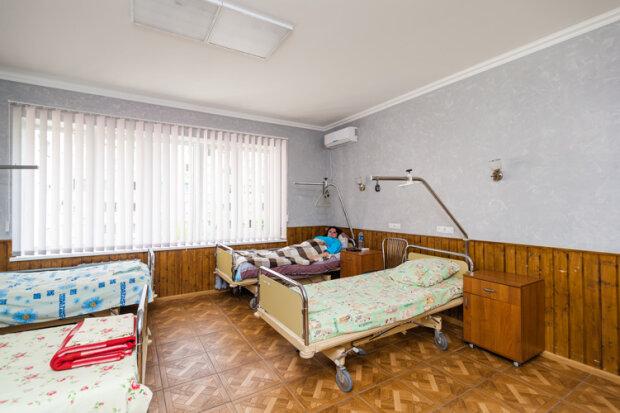 """Запоріжців добивають просто в лікарнях, нерві здають навіть у найстійкіших: """"Як вам супчик з тарганами?"""""""