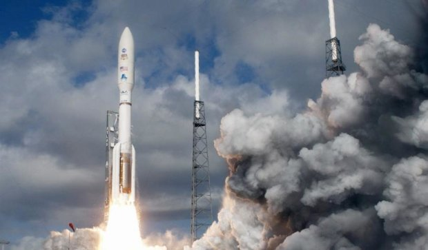 НАСА отправила на МКС ракету с грузом (видео)