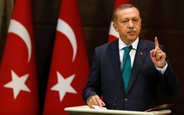 Обнімашки ледь не довели Ердогана до інфаркту