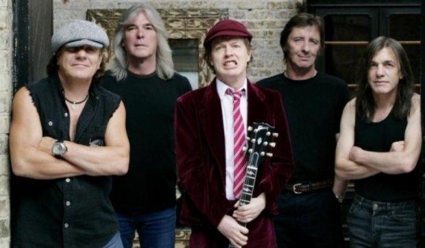 Рок-легенди AC/DC втратили ще одного бійця