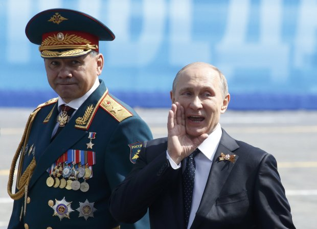 """Путин, Гиркин и Шойгу выносят приговор Януковичу: сеть взорвал странный снимок """"агентов Кремля"""""""