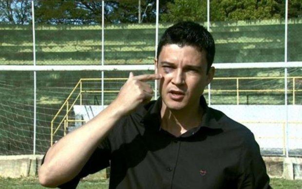 Арбітр з пістолетом намагався втихомирити футболіста-хулігана