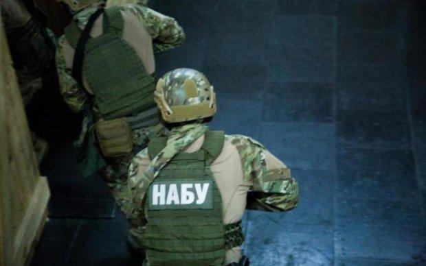Детективи НАБУ схопили суддю на гарячому