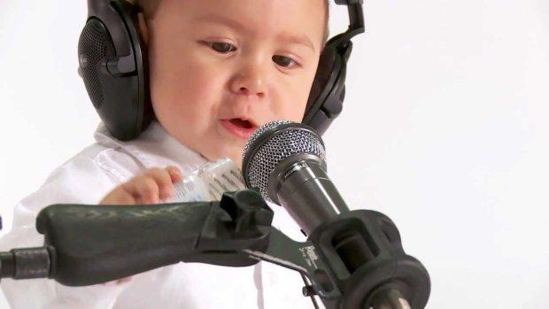 """Ед Ширан, посунься: дворічний малюк дав """"концерт століття"""", майбутня світова зірка"""