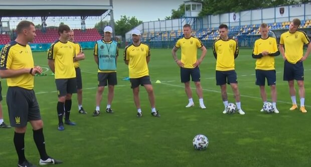 футболісти, скріншот з відео