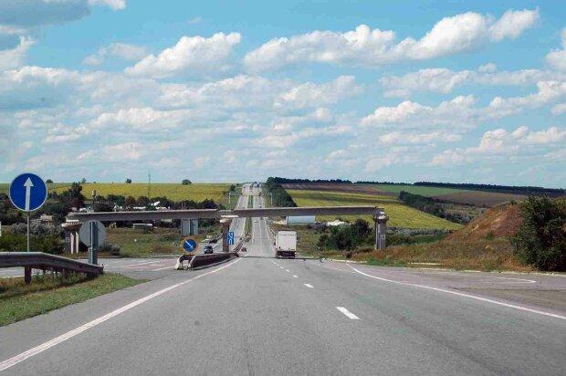На всех украинских дорогах появится интернет 4G: когда водители смогут пользоваться технологией