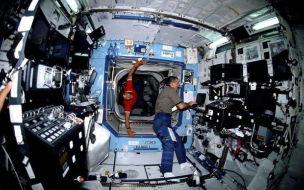 Гулянка на целый день: космонавты отпразднуют Новый год 15 раз