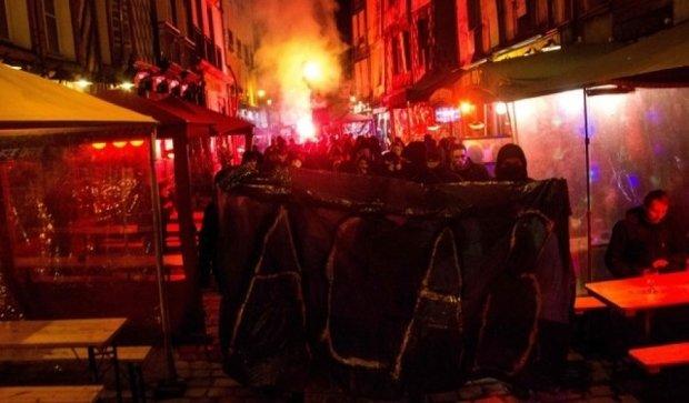 Бунт у Парижі: люди полюють на поліцейських