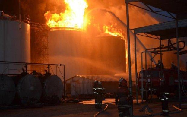 НП під Києвом: густий дим поглинув нафтобазу