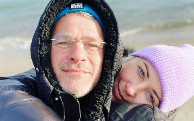Хрупкая Тоня Матвиенко спряталась за широкой спиной Арсена Мирзояна - о таком мечтает каждая женщина