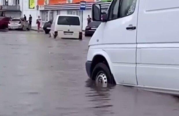 Последствия ливней, кадр из видео