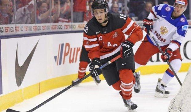 Канадський хокеїст невдало забив гол обличчям (відео)