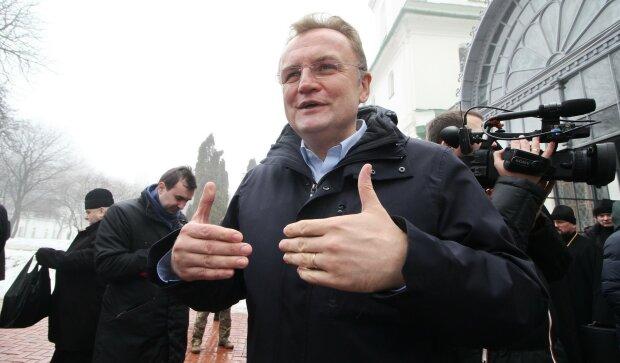 """Садовий """"підгледів"""" головну новорічну фішку Януковича: """"Показуйте ялинки"""""""
